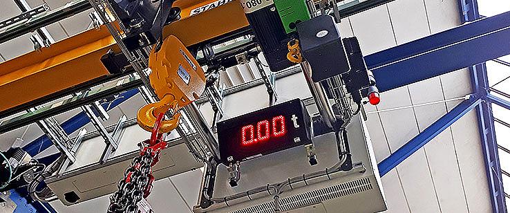 Display de carga de gran formato, con dígitos de color rojo.