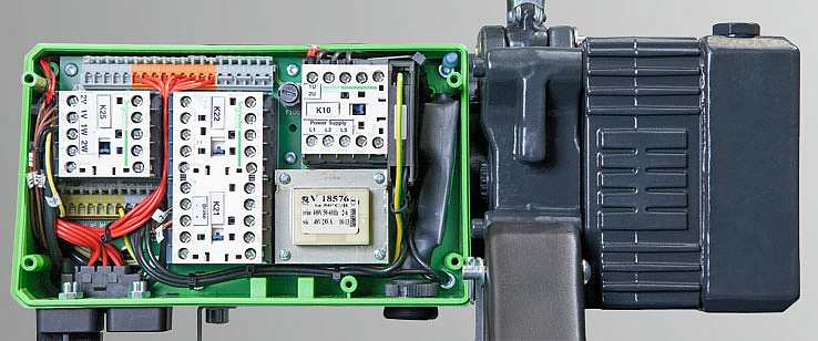 Open control box of the ST chain hoist from STAHL CraneSystems