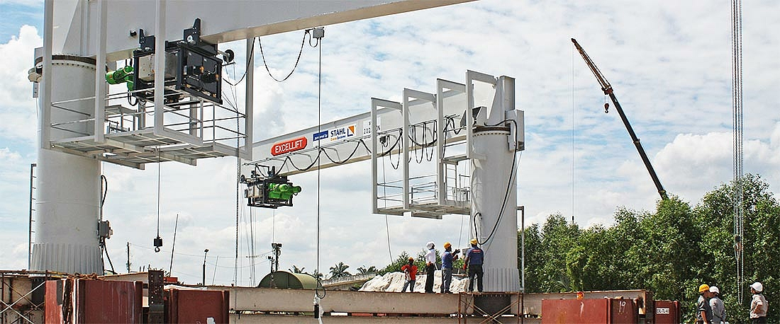 Slewing cranes with redundant and explosion-proof LNG wire rope hoists.