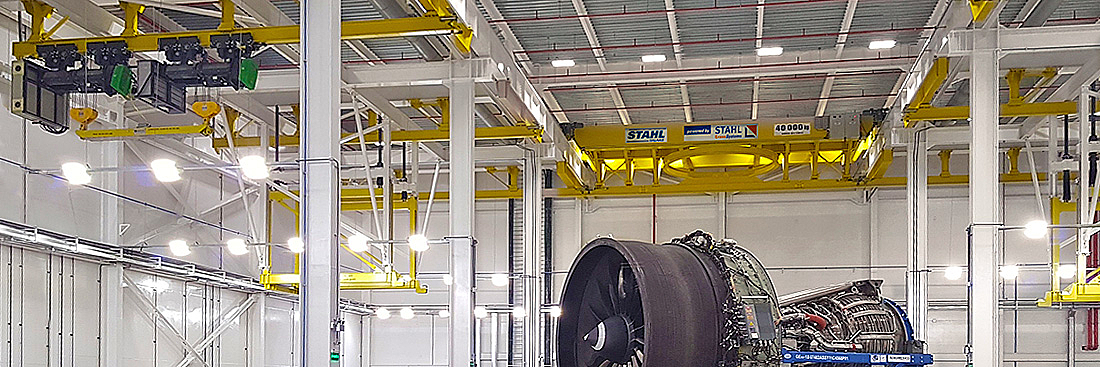 La technique intelligente de STAHLCraneSystems à l'œuvre pour la maintenance de moteurs au Brésil.