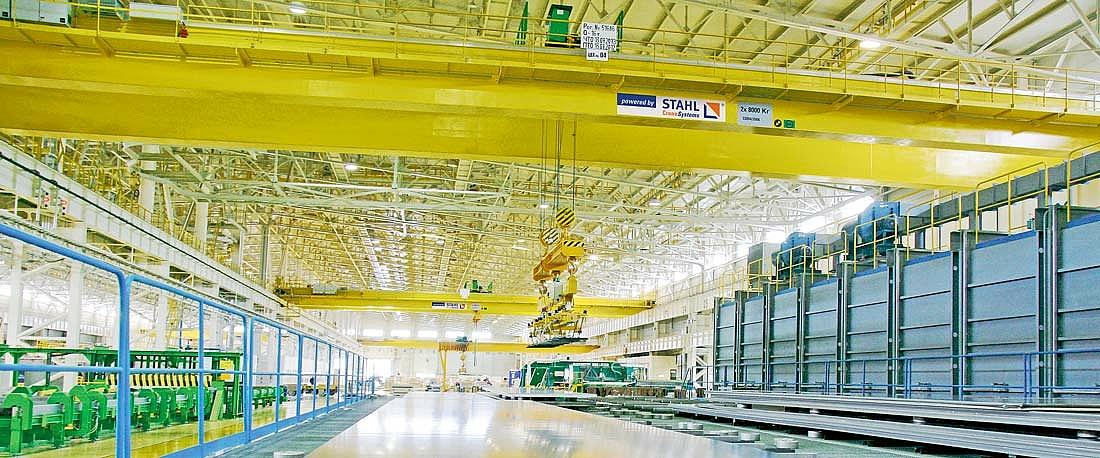Grúa puente de dos vigas con polipastos de cable SH en la producción de chapas de aluminio