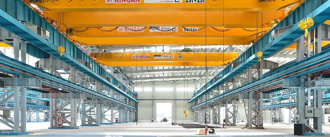 Double girder overhead travelling crane in a factory hall