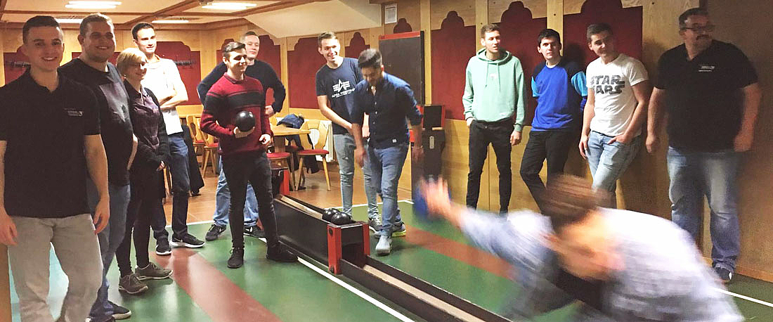STAHL CraneSystems apprentices: bowling evening
