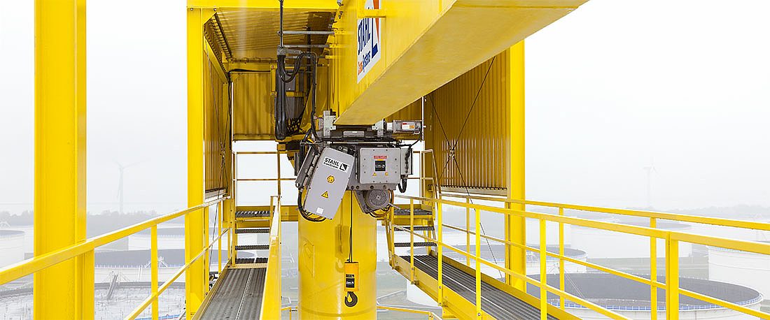 SH wire rope hoist on a slewing crane at an LNG terminal in Rotterdam.