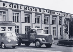 Company vehicles in front of the building R. STAHL Maschinenfabrik – Aufzugbau in Stuttgart 1954