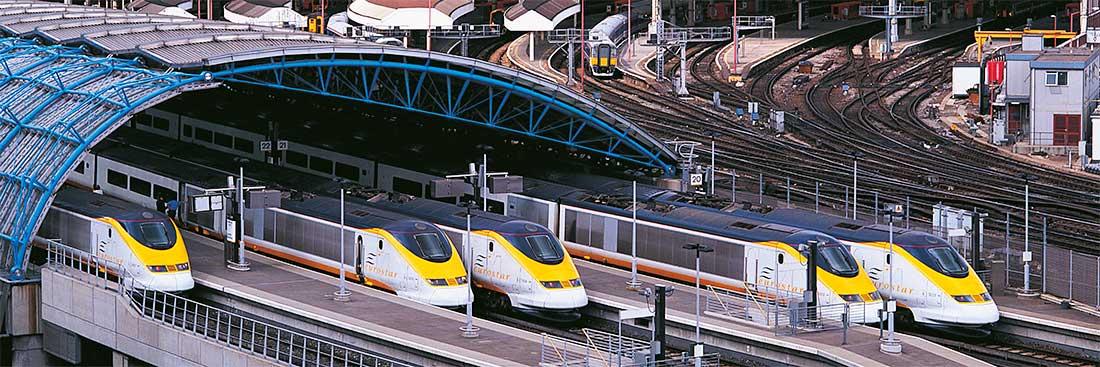 Comboios entram numa estação