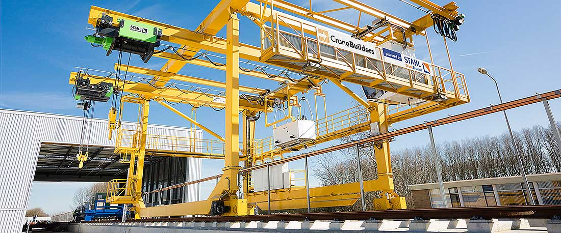 STAHL CraneSystems: customised gantry crane with mobile cab
