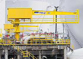 Explosion-proof slewing crane with a hoist from STAHL CraneSystems on an LNG tank for lifting of liquefied gas pumps.