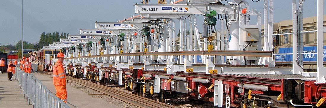 En Inglaterra hay en servicio varios polipastos de cadena ST para el mantenimiento y la sustitución de carriles ferroviarios.