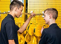 Gain initial work experience during a holiday job at the STAHL CraneSystems plant in Künzelsau