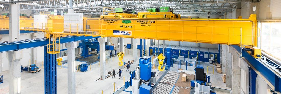 Bâtiment de production avec ponts roulants posés